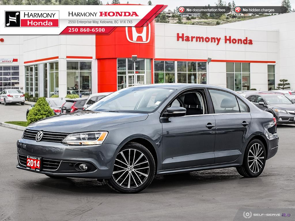 Pre-Owned 2014 Volkswagen Jetta Sedan HIGHLINE - BC VEHICLE - NO ACCIDENTS - NON SMOKER - LOW KM - SUNROOF - BACKUP CAM - NAVI SYSTEM